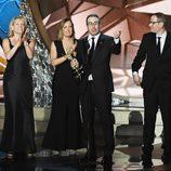 John Oliver recogiendo su Premio Emmy 2016