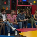 Los concursantes esperan en el sillón el resultado de la expulsión de 'Gran Hermano 17'