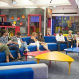 Los concursantes en el salón después del regreso de Bárbara en 'Gran Hermano 17'