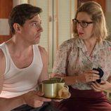 Pedro y Rita conversando en 'Velvet'