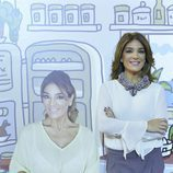 Raquel Bollo, posando junto al diseño de Javier Mariscal