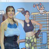 Paz Padilla, posando junto al diseño de Javier Mariscal