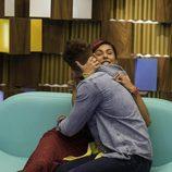 Bea y Rodrigo se abrazan en su encuentro