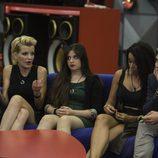 Bárbara hablando con sus compañeros