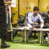 Miguel Ángel Muñoz ayuda a un herido en 'El síndrome de Ulises'