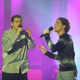 Manu Tenorio junto a David Bisbal cantando en 'Operación Triunfo 1'