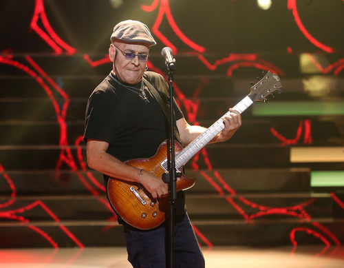 """Juan Muñoz interpreta """"La casa por el tejado"""" en 'Tu cara me suena'"""