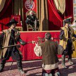 Sátur pidiendo clemencia a Felipe IV en el último capítulo de 'Águila Roja'
