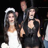 Kourtney Kardashian junto a su amiga disfrazada por Halloween 2016