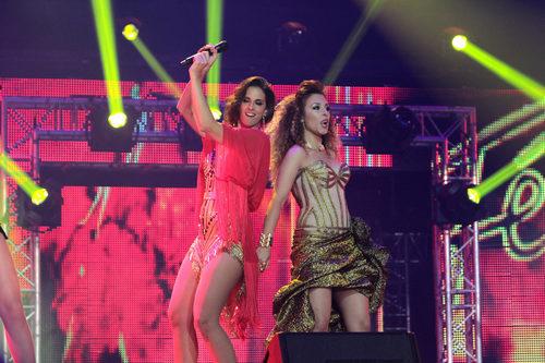 Nuria Fergó y Gisela actuando en el concierto de 'OT. El reencuentro'