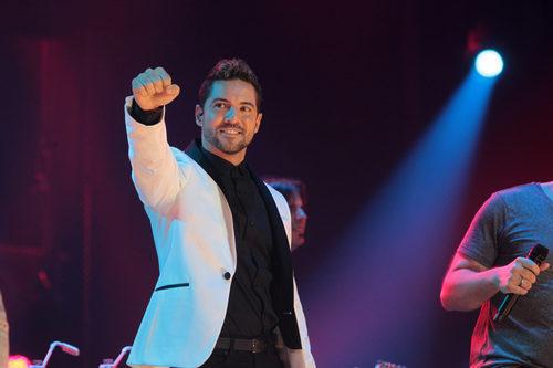 Un positivo David Bisbal disfruta durante el concierto de 'OT. El reencuentro'