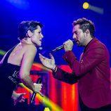 Rosa y David Bisbal cantan
