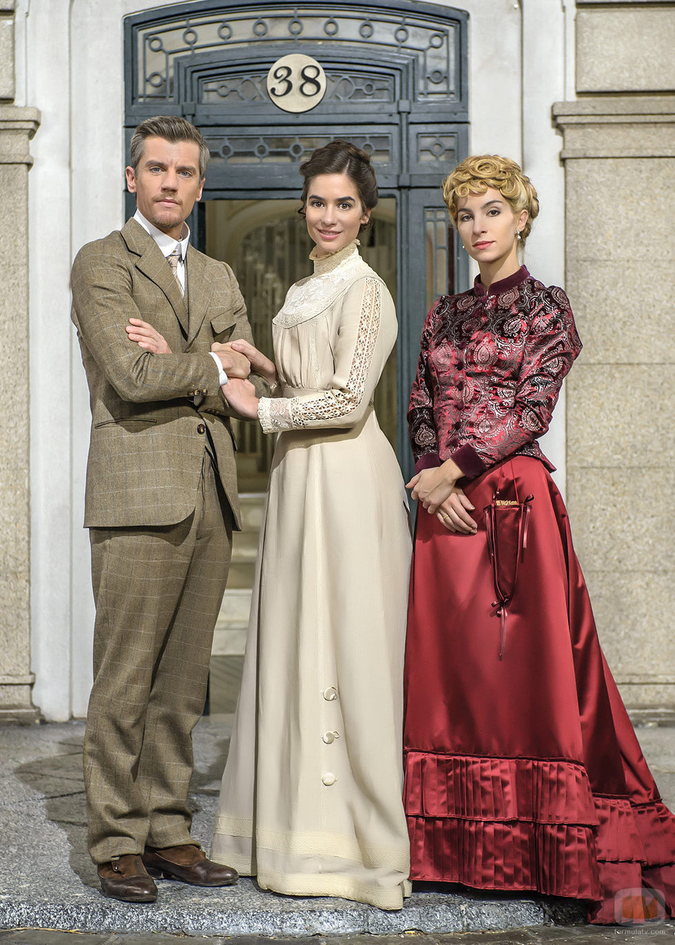 Mauro, Teresa y Cayetana son los personajes de Gonzalo Trujillo, Alejandra Meco y Sara Miquel en 'Acacias 38'