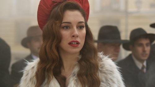 Blanca Suárez se sorprende durante una escena en 'Lo que escondían sus ojos'