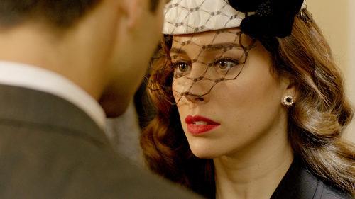 Blanca Suárez mira fijamente a Rubén Cortada en 'Lo que escondían sus ojos'