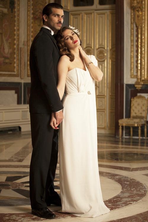 Rubén Cortada y Blanca Suárez posando para un foto promocional de 'Lo que escondían sus ojos'