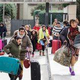 Los vecinos de la calle ave del paraíso corren con las maletas en 'La que se avecina'