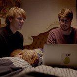 Josh Thomas y Thomas Ward en 'Please Like Me'