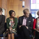 Thomas Ward, Caitlin Stasey, Josh Thomas y Debra Lawrence en 'Please Like Me'