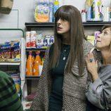 Alba se cabrea en una tienda de Villazarcillo junto a Maite en 'La que se avecina'