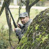 Antonio Recio se viste de camuflaje para salir de caza en 'La que se avecina'