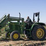 Antonio Recio se sube a un tractor en 'La que se avecina'