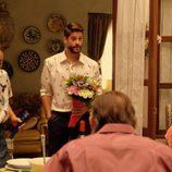 Luis Fernández en una reunión familiar en 'Mar de Plástico'
