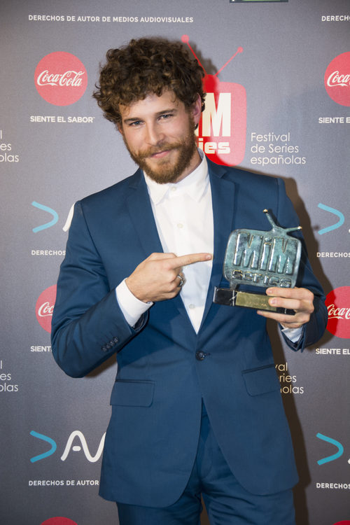 Álvaro Cervantes, mejor actor de drama en los Premios MiM 2016