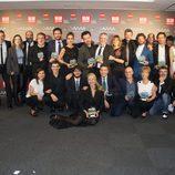 Todos los premiados posan junto a la presentadora de la gala de los Premios MiM 2016
