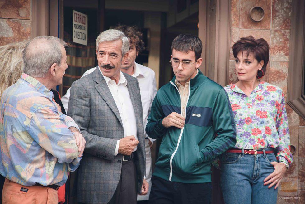 Imanol Arias, Manolo Cal y Silvia Espigado junto a Miguel Canalejo en la 18ª temporada de 'Cuéntame cómo pasó'