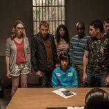 """Miguel Ángel Silvestre (Lito Rodríguez) junto con varios personajes en """"A Christmas Special"""", el episodio especial de 'Sense8'"""