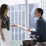 Los actores Jessica Stroup y Tom Pelphrey en 'Iron Fist', de Netflix