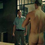 Patrick Criado, desnudo integral, muestra el culo en 'Mar de plástico'
