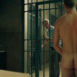 Patrick Criado, totalmente desnudo, muestra el culo en una secuencia de 'Mar de plástico'