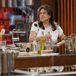 Loles León cocinando en las cocinas de 'MasterChef Celebrity'