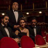 Hugo Silva Aura Garrido y Nacho Fresneda junto con José Ángel Egido en el rodaje de la tercera temporada de 'El Ministerio del Tiempo'