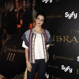 Clara Lago posa en el photocall de 'The Librarians'