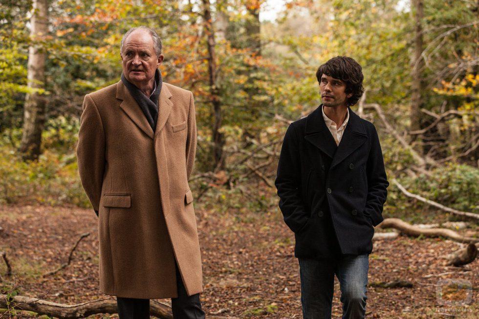 Ben Whishaw y Jim Broadbent, protagonistas de 'London Spy'
