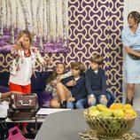 Maite se encuentra con su asistencia y sus hijos en el último capítulo de la novena temporada de 'La que se avecina'