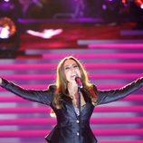 Monica Naranjo cantando en la Gala de los 60 años de TVE
