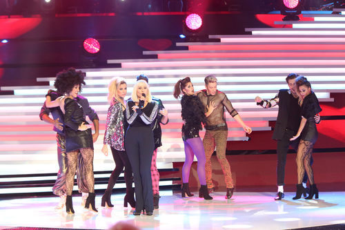 Raffaella Carrà actuando en la Gala de los 60 años de TVE