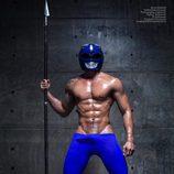 El Power Ranger Azul más caliente de las redes sociales en una sesión de fotos