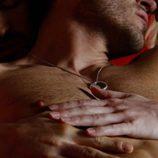 Alfonso Herrera, desnudo, en el capítulo especial de Navidad de 'Sense8'