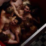 Capheus, Sun, Lito, Hernando, Riley Blue, Nomi y Kala Dandekar, desnudos, mantienen sexo en el capítulo especial de Navidad de 'Sense8'