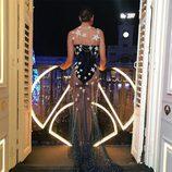 Cristina Pedroche muestra la parte trasera de su impactante vestido de las Campanadas 2016-2017