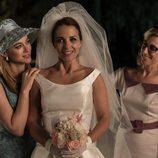 Ana Rivera junto con Rita y Clara instantes antes de su boda en 'Velvet'