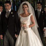 Ana Rivera (Paula Echevarría) y Alberto Márquez (Miguel Ángel Silvestre) en su boda en el capítulo final de 'Velvet'