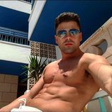 Sergio Ayala ('Gran Hermano VIP') tomando el sol