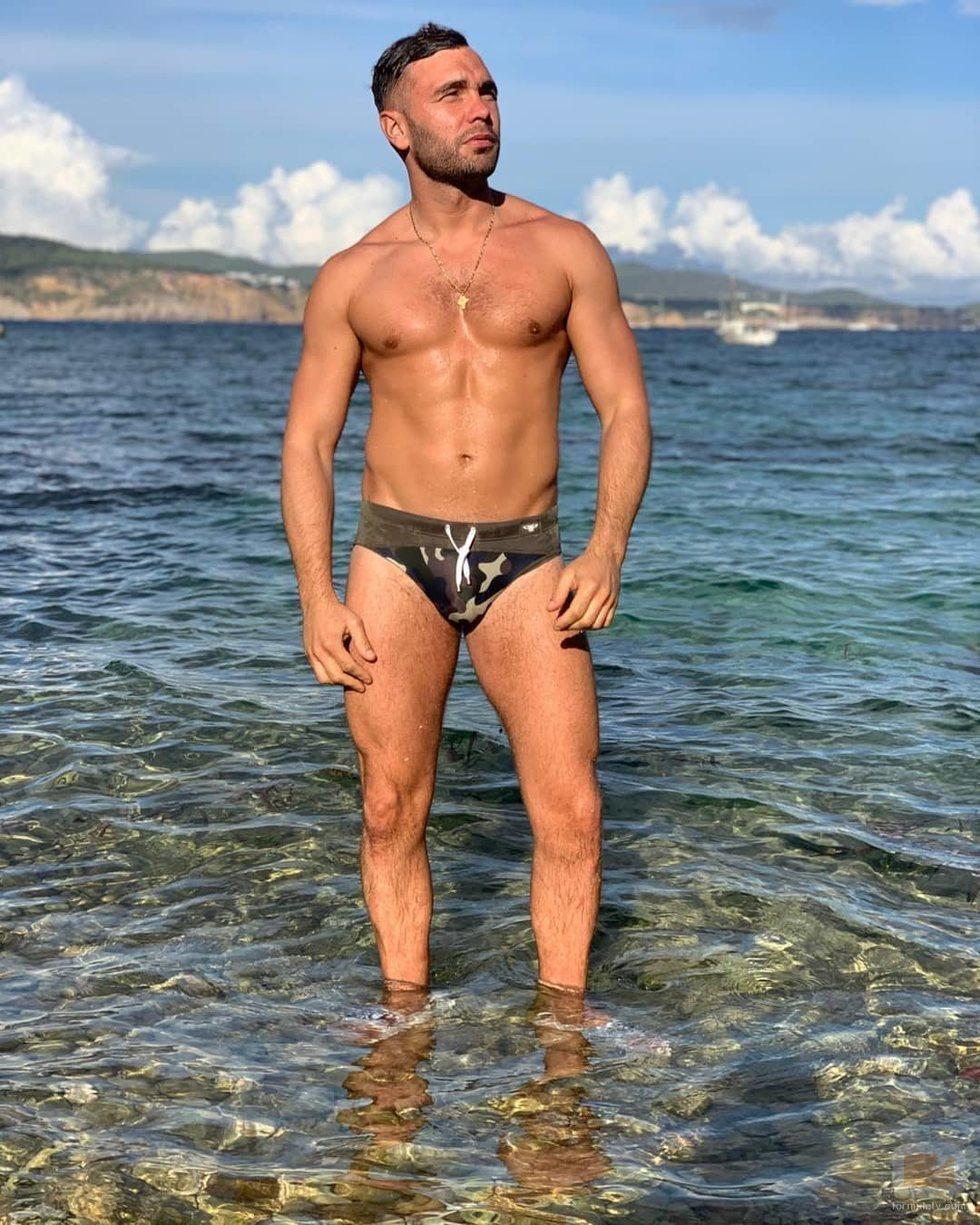 Cristian Suescun posa con bañador