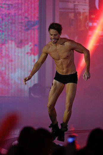 Marco Ferri, inquilino de la casa de 'Gran Hermano VIP 5', aparece en bañador en 'Amor a prueba'